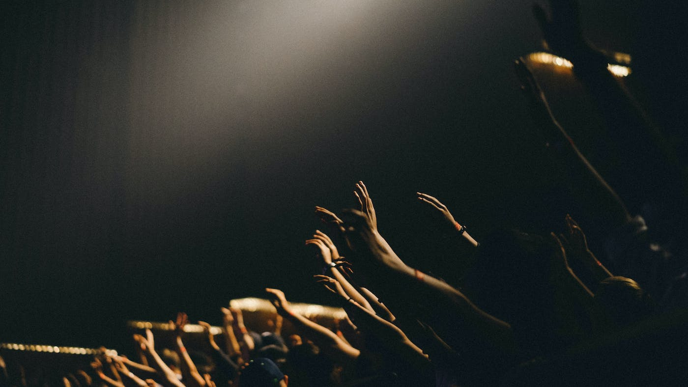Should We Raise Our Hands in Worship? | Desiring God